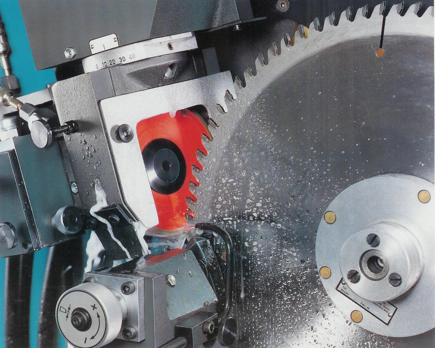 Circular saw blades sharpening